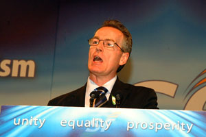 Gerry Kelly candidato dello Sinn Fein a North Belfast