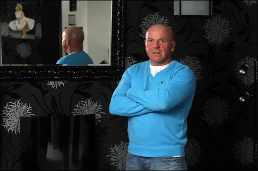 Johnny Adair multato per aggressione contro Ian Truesdale