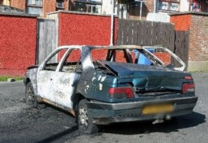 Derry - Auto in fiamme a Creggan
