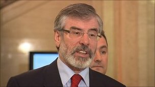 Gerry Adams nega tutto!