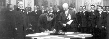 Carson firma Ulster Covenant | Carson signing Covenant