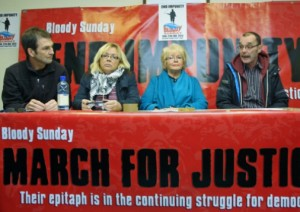 Bloody Sunday March Committee - Da sx: Jim Keys, Helen Deery, Kate Nash e Liam Wray