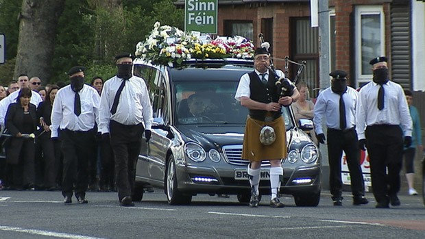 Funerale militare a West Belfast per Tommy Crossan