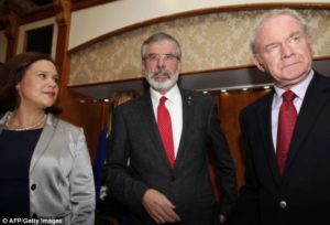 Mary-Lou McDonald, Gerry Adams e Martin McGuinness | © AFP - Getty Images
