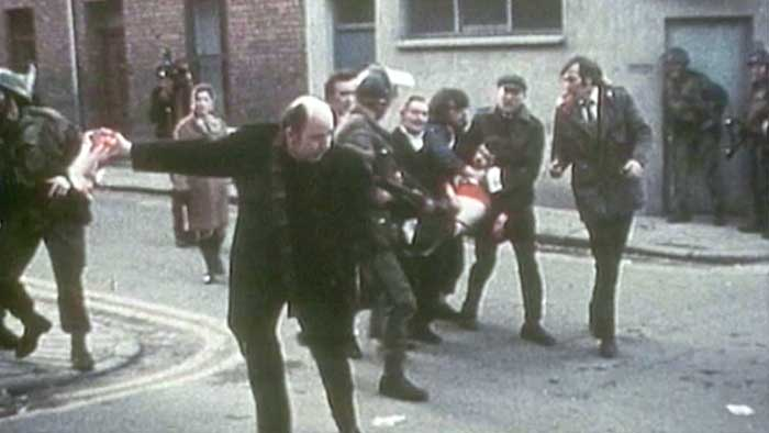 Edward Daly durante il Bloody Sunday