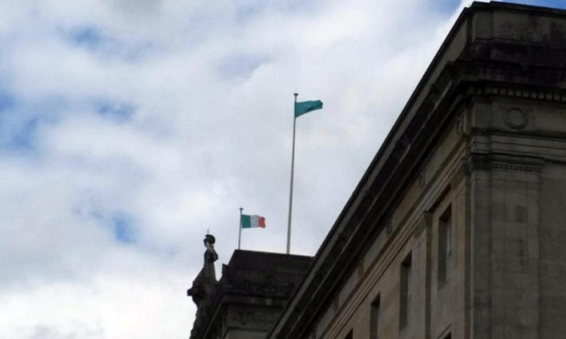 1916 Societies issa il tricolore a Stormont