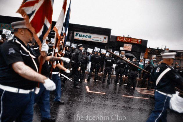 Orangisti agli Ardoyne Shops | © The Jacobin Club
