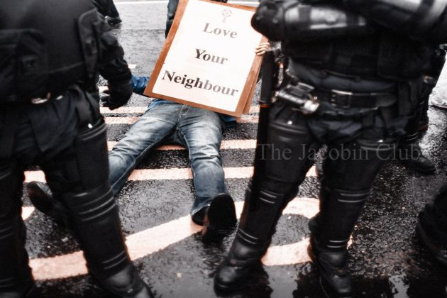 PSNI maltratta giovane ad Ardoyne | © The Jacobin Club