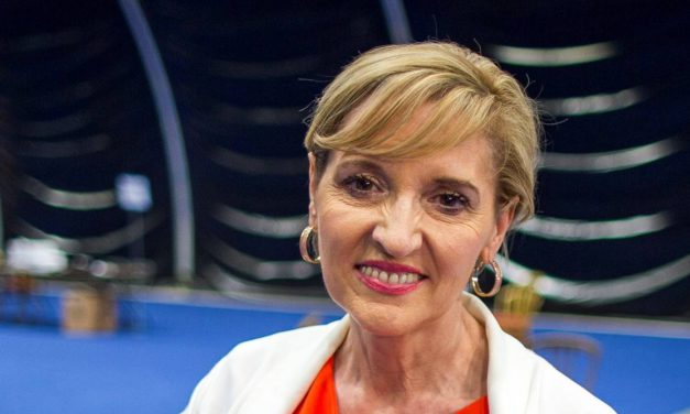 "Martina Anderson: ""Theresa May si metta il confine dove non batte il sole"""